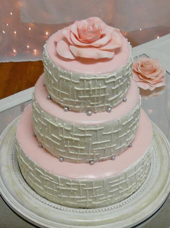 Traditional Retro Rockabilly Wedding Cake